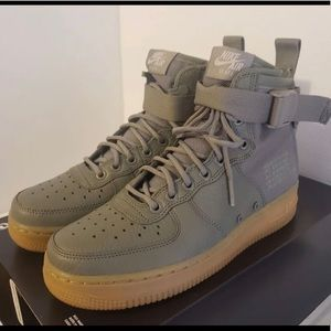 💚New Women's Olive Green Nike Air Force Ones💚